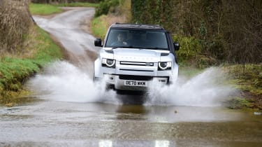 Land Rover Defender 90 D250 - off-road splash
