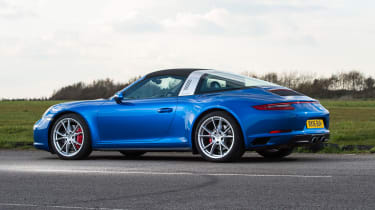 Porsche 911 Targa 2016 UK - roof close 3