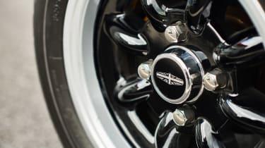 David Brown Mini Remastered - wheel