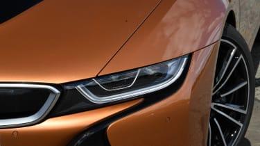 BMW i8 Roadster - front light