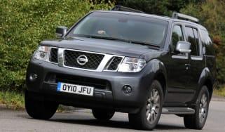 Nissan Pathfinder front cornering