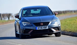 SEAT Leon Cupra R - front action