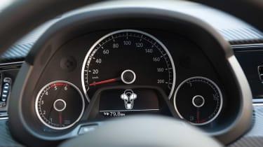 Volkswagen XL1 - dials