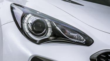 Kia Stinger 2.0 GT-Line - headlight