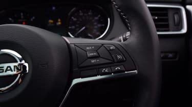 Nissan Qashqai - steering controls