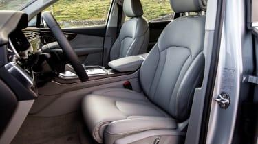 Audi Q7 - front seats