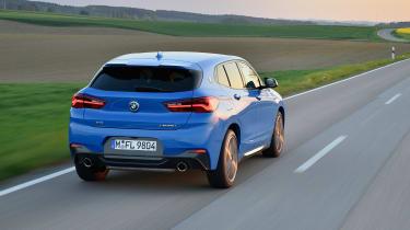 BMW X2 M35i - rear panning