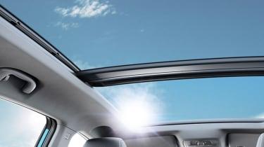 MG eZS - panoramic roof