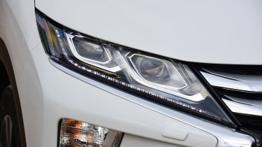 Mitsubishi Eclipse Cross - front light