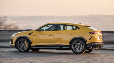 Lamborghini Urus - side action