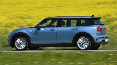 MINI Clubman ALL4 2016 - side tracking
