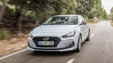 Hyundai i30 Fastback - front action