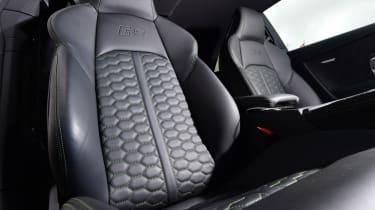 Audi RS 5 - front seats
