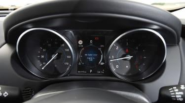 Jaguar XE AWD - dials