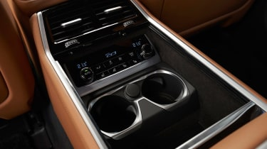 BMW 750i - rear cup holders