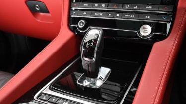 Jaguar F-Pace SVR - gearstick