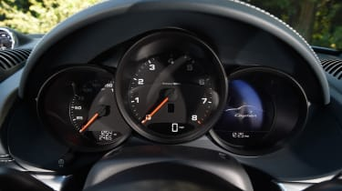 Porsche 718 Cayman - instruments