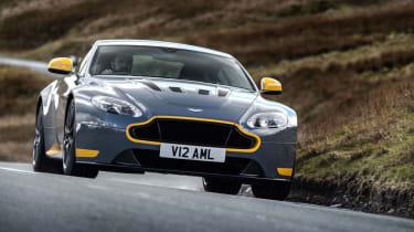 Aston Martin V12 Vantage S 2016 - nose