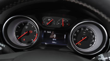 Vauxhall Astra - dials
