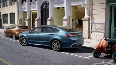 Ford Mondeo - parking assistance