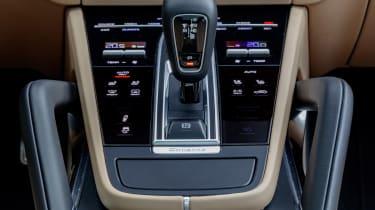 Porsche Cayenne Turbo - centre console