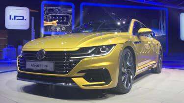 Volkswagen Arteon official - R-Line Geneva front quarter 2