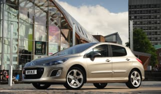 Peugeot 308 front three-quarters