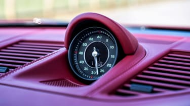 Porsche 911 Targa 4S Heritage Design Edition - clock