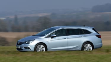 Vauxhall Astra Sports Tourer diesel 2016 - side tracking