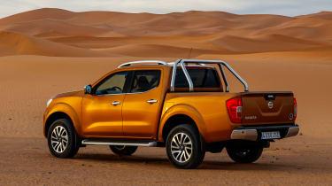 Nissan NP300 Navara pick-up dune - rear quarter