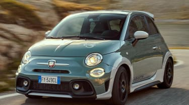 Abarth 695 70th Anniversario - front tracking