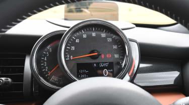 MINI Cooper S - dials