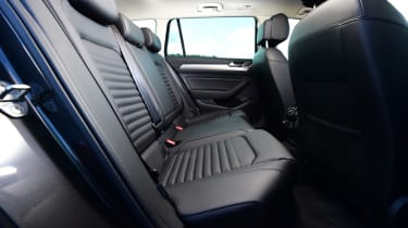 Volkswagen Passat GTE - back seats