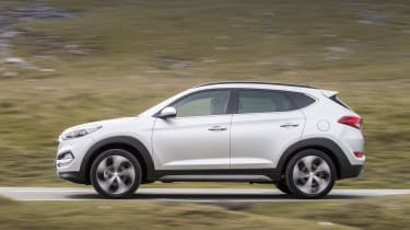 Hyundai Tucson - side