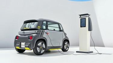 Opel Rocks-e - charging