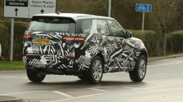 2020 Land Rover Discovery - spied - rear 3/4 tracking