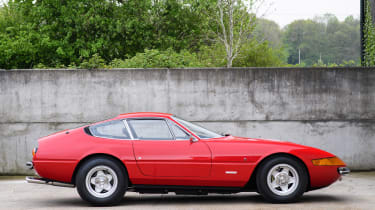 Ferrari 365 GTB/4 Daytona side
