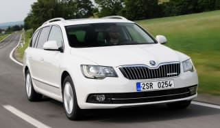 Skoda Superb Estate front action