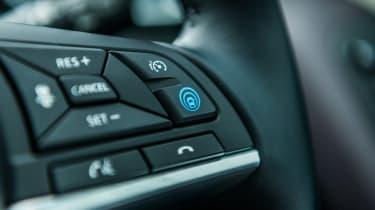 Nissan Qashqai ProPILOT - steering wheel control
