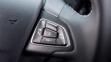 Ford Kuga 2017 - steering wheel detail
