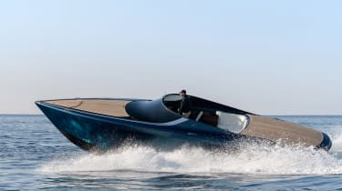 Aston Martin AM37S boat - side action