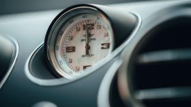 Bentley Bentayga Hybrid - clock