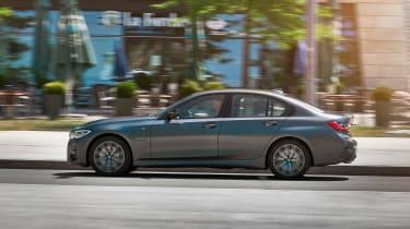 BMW 330e - side