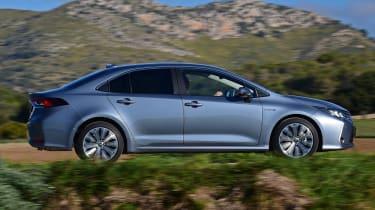 Toyota Corolla saloon  - side tracking