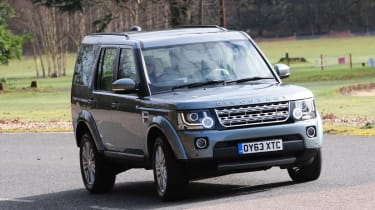 Land Rover Discovery 2014 action