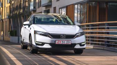 Honda Clarity - front panning