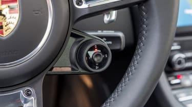 Porsche 911 Turbo S 2016 - steering wheel dial