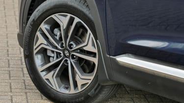 Hyundai Santa Fe - wheel