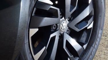 Volkswagen Amarok Dark Label - wheel