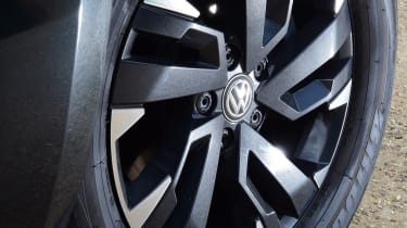 Volkswagen Amarok Dark Label - wheel